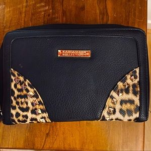 🔥HOST PICK🌟 Kardashian Kollection Travel Wallet
